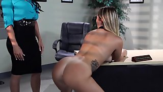 Schoolgirl has Lesbian experience with Cougar