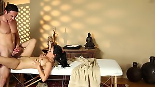 Brunette bangs masseur
